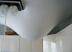 Сливаем воду с натяжного потолка самостоятельно — фото и видео инструкция
