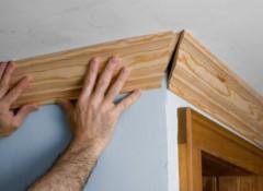 Применение деревянного потолочного плинтуса