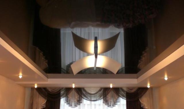 Глянцевый зеркальный потолок