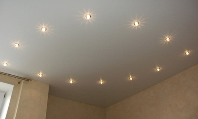 Positioning of lamps on the photo of ceiling ceilings