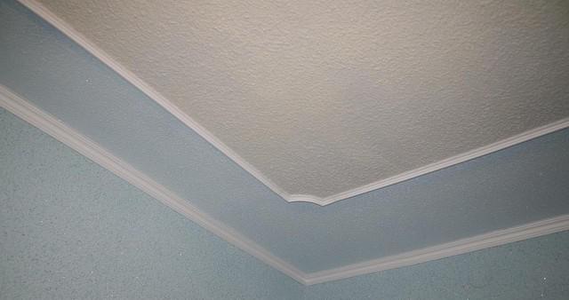 потолок обоями фото
