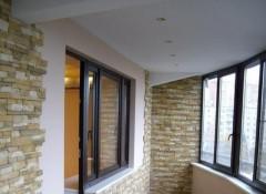 Варианты отделки потолка на балконе