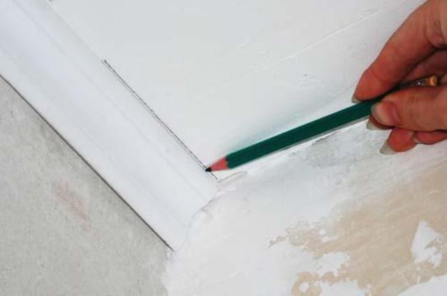 Как сделать плинтус на потолок угол 726
