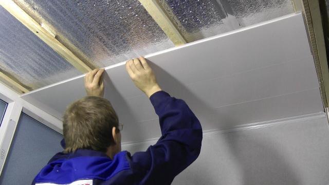 Отделка потолка ПВХ панелями своими руками