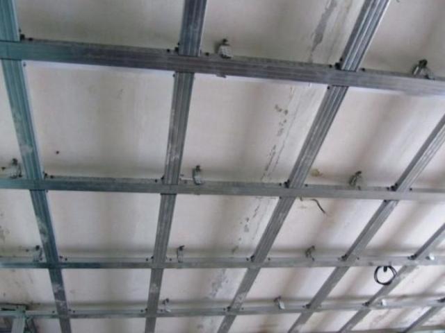 Делаем сами потолок из гипсокартона — инструкция и видео