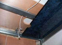 Монтаж на потолок пластиковых панелей