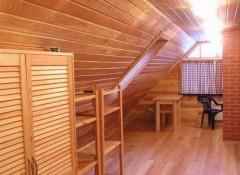 Преимущества и недостатки потолков из деревянной вагонки