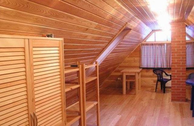 Наружная и внутренняя отделка загородного дома из дерева