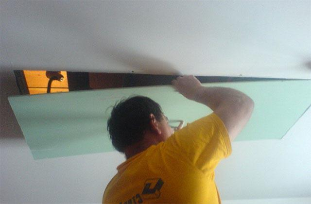 Как ремонтировать подвесной потолок из гипсокартона?