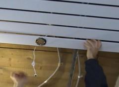 Порядок монтажа и преимущества использования реечного потолка в туалете