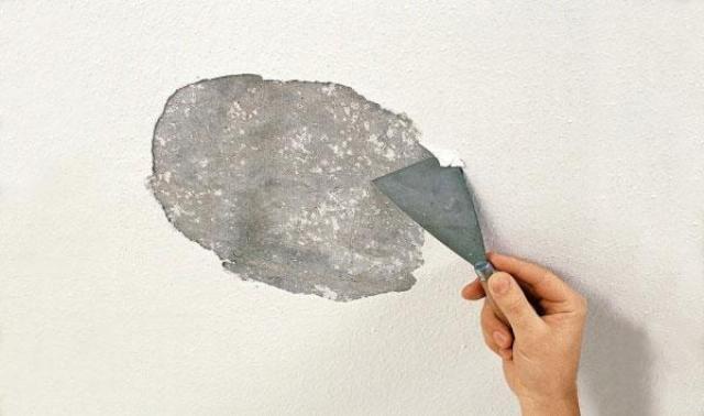 Как удалить старую побелку с потолка - различные способы