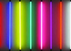 Что собой представляет неоновая подсветка потолка и каковы ее особенности