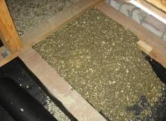 Как утеплить потолок опилками?