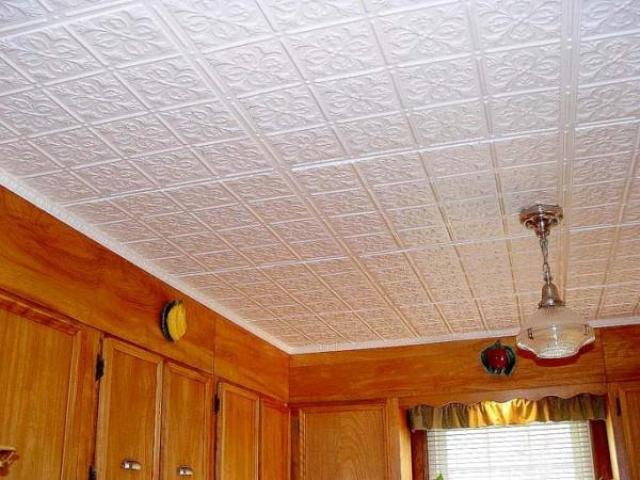 Какие материалы можно использовать для отделки потолка в деревянном доме?