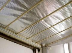 Как выполняется утепление потолка изнутри пенофолом?