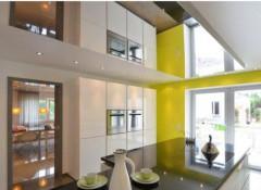 Что собой представляют зеркальные натяжные потолки и где они применяются?