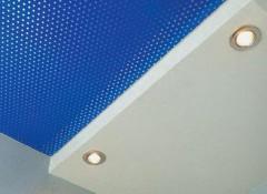 Что собой представляют акустические натяжные потолки?