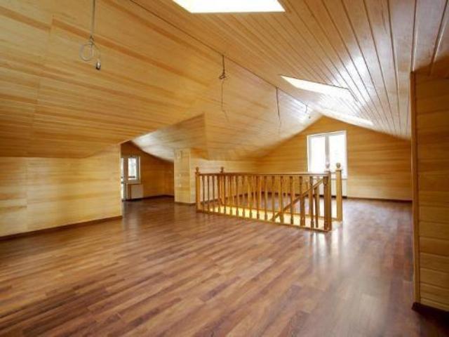 потолки из ламината в деревянном доме фото