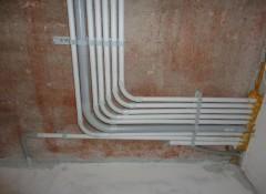 На что следует обращать внимание при монтаже проводки по потолку?