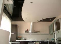 Применение в интерьере черно-белых натяжных потолков