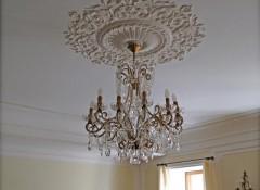 Особенности и варианты создания потолков в классическом стиле