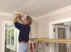 Оклеиваем обоями под покраску потолок