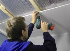 Обшиваем потолок ПВХ панелями — как все сделать правильно?