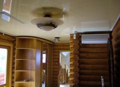 Преимущества и недостатки применения на даче натяжных потолков