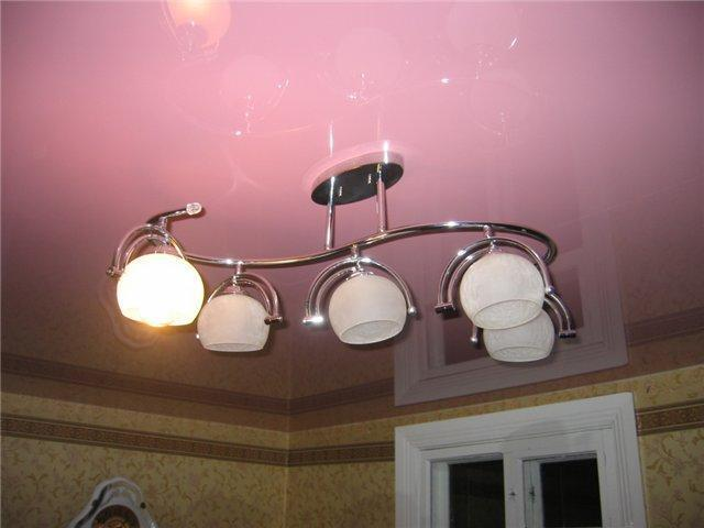 Какую люстру выбрать для натяжного потолка?