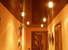 Особенности и материалы для отделки потолка в коридоре