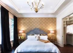 Оформление потолков в спальне в современном стиле