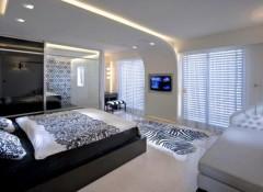 Потолок в спальне — какой лучше делать?