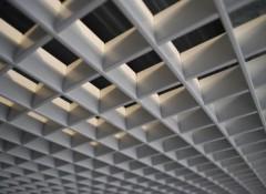 Что собой представляет ячеистый подвесной потолок