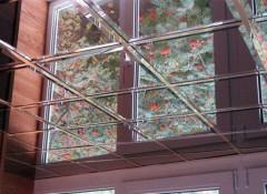 Применение зеркальных потолков на кухне