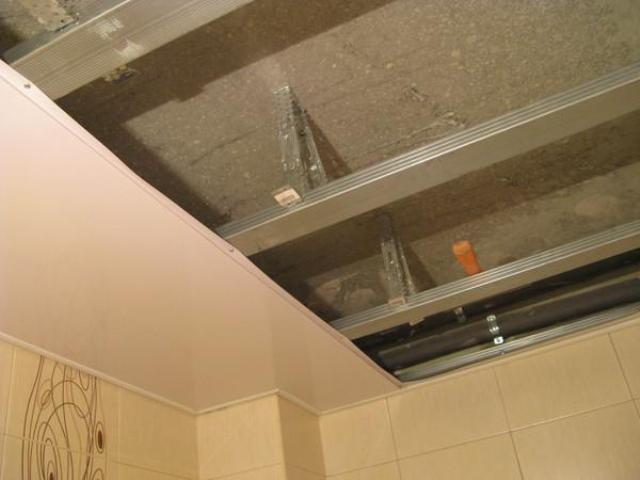 Как подшить потолок пластиком своими руками