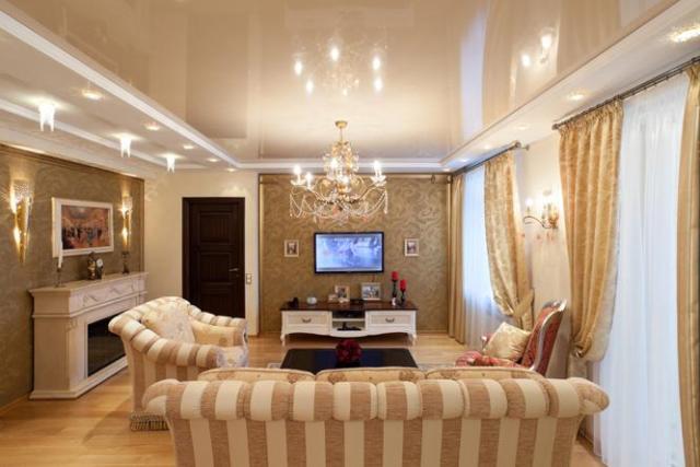дизайн потолков натяжных в зале фото в квартире