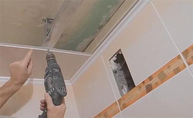 Потолок как сделать потолок в ванной из пластиковых панелей