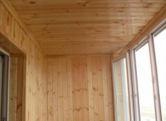 Применение вагонки для отделки потолка на балконе