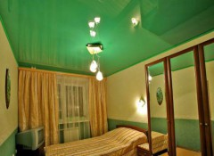 Рекомендации по выбору и примеры применения цветных натяжных потолков
