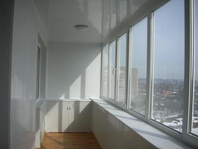 Из чего сделать потолок на балконе
