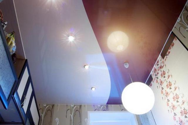 фото натяжные потолки двухцветные одноуровневые