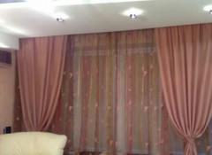 Преимущества и монтаж натяжных потолков с скрытым карнизом для штор