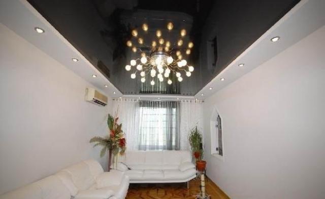 Lustre v obývacej miestnosti s nízkym stropom