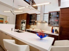 Особенности и виды люстр для натяжных потолков на кухне