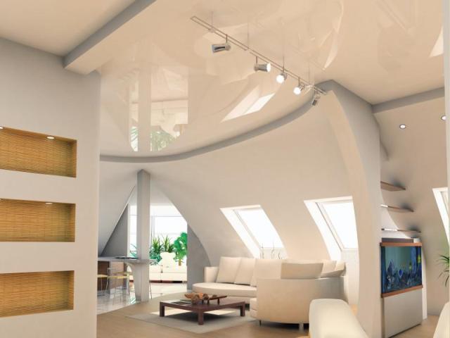 Натяжной потолок на мансарде под углом, в комнатах