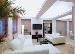 Особенности и варианты применения прозрачных натяжных потолков