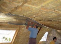 Как утеплить потолок в деревянном доме?