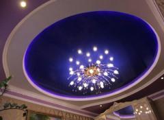 Натяжные потолки — какие люстры подойдут?