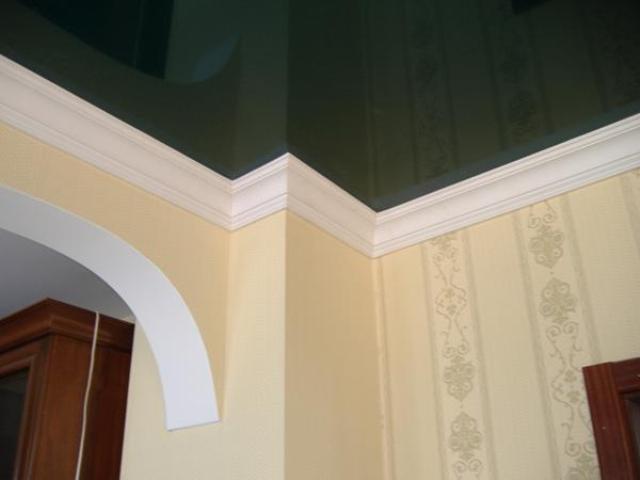 Как приклеить полиуретановый потолочный плинтус к кафелю аренда оборудование для покраски фасадов в омске