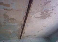 Визуально неровный потолок — как и чем его исправить?